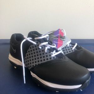 BRAND NEW NEVER WORN Nike Golf Shoes.